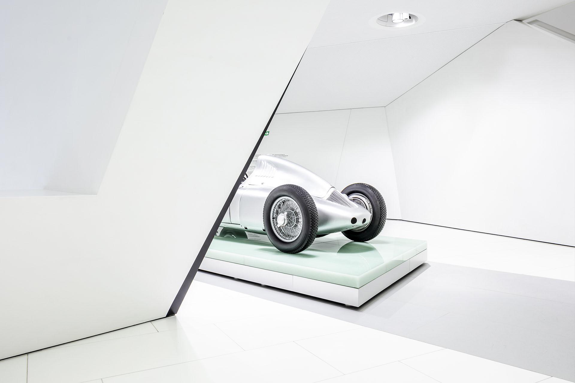 A9A3242x - PORSCHE MUSEUM